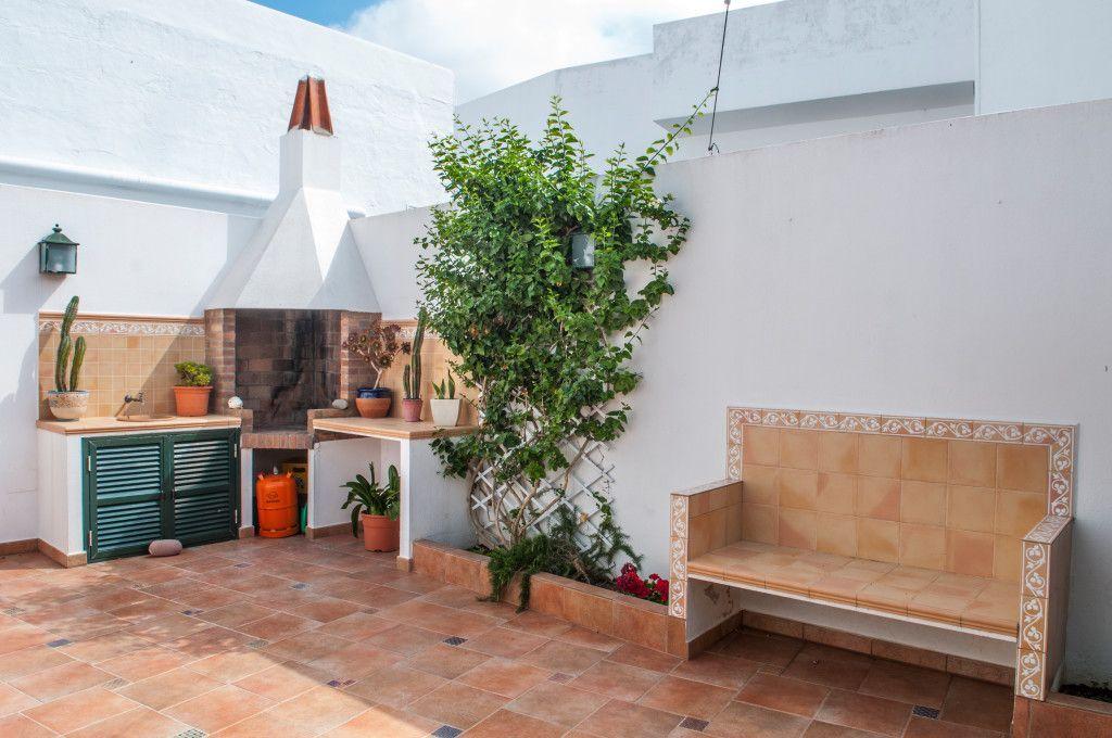 Dotada casa con jardín
