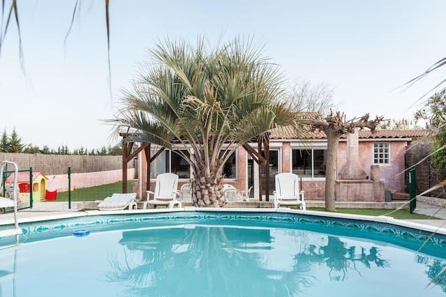 casa con piscina calienta el pan