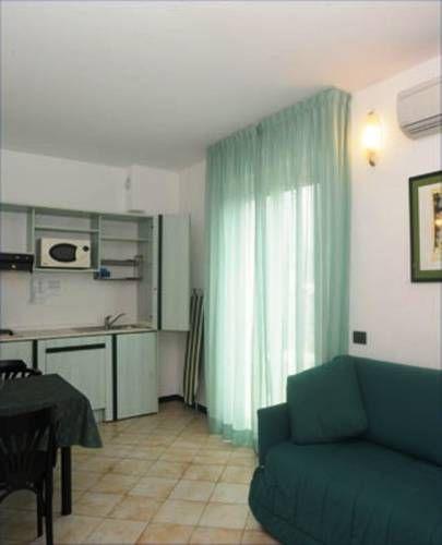 Apartamento de 6 habitaciones con balcón