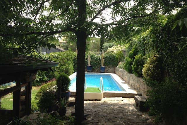 Residencia con piscina en Madrid