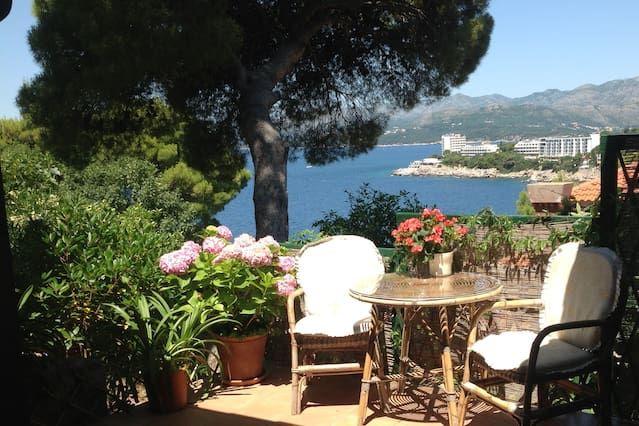 Extraordinary holiday rental with garden