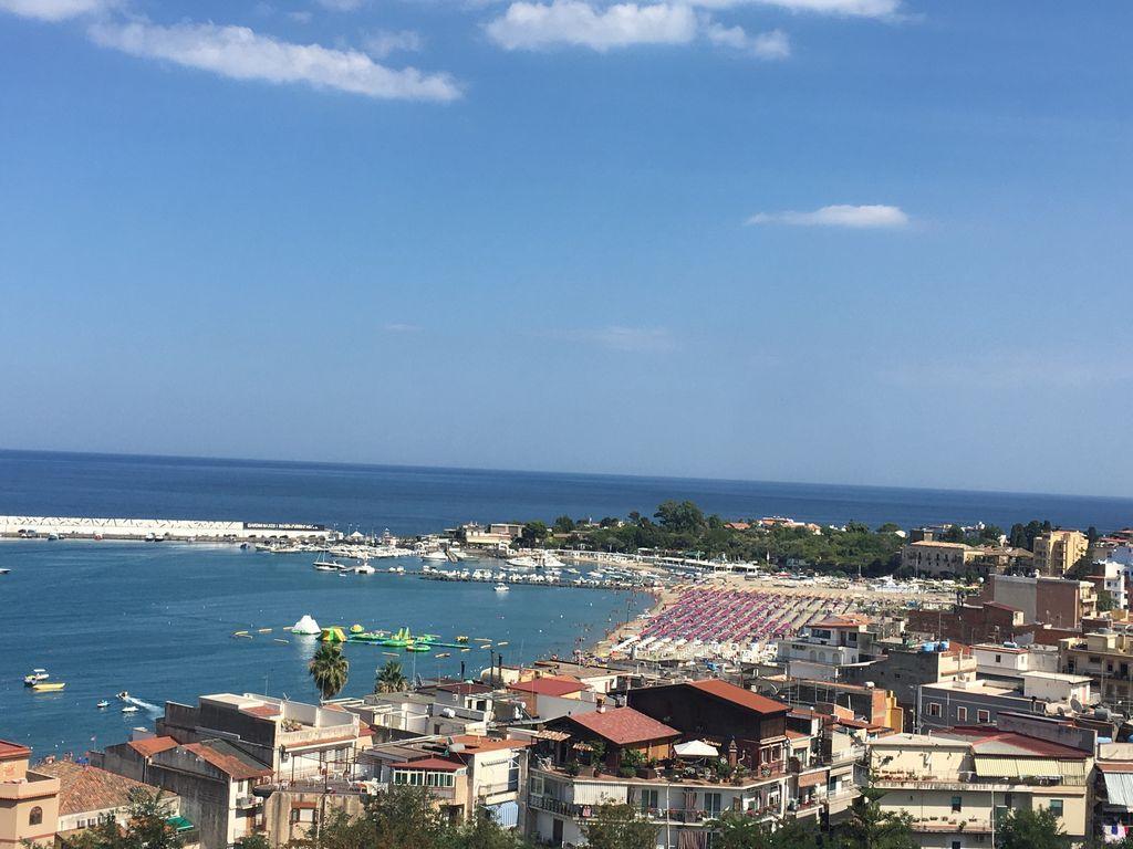 Vivienda con balcón en Giardini naxos