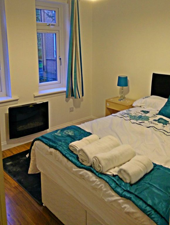 Central holiday letting in Glasgow of 2 bedrooms
