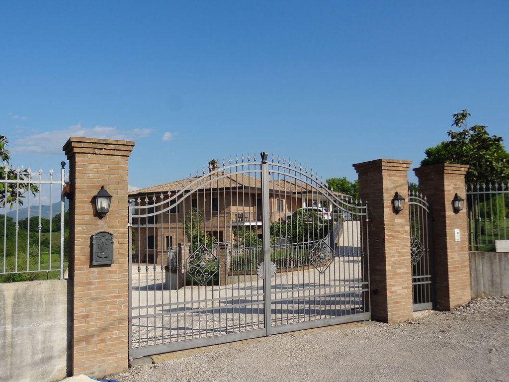 Spécieuse appartement / villa, endroit calme avec une vue imprenable sur Montecassino