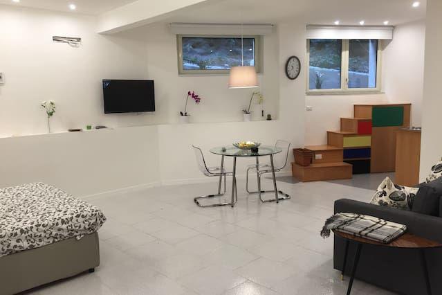 Apartamento en Nápoles, altillo, sala de estar, 2 + 2 camas - Bien conectado