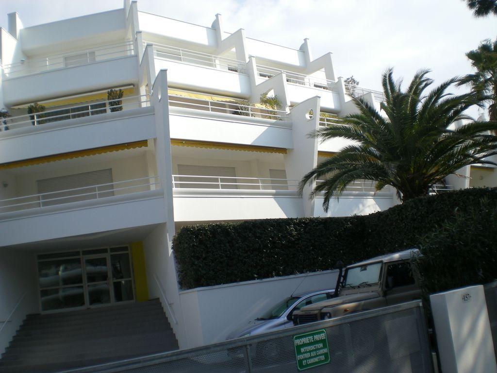 Amplio apartamento cerca del campo 3 habitaciones 6 camas estacionamiento internet