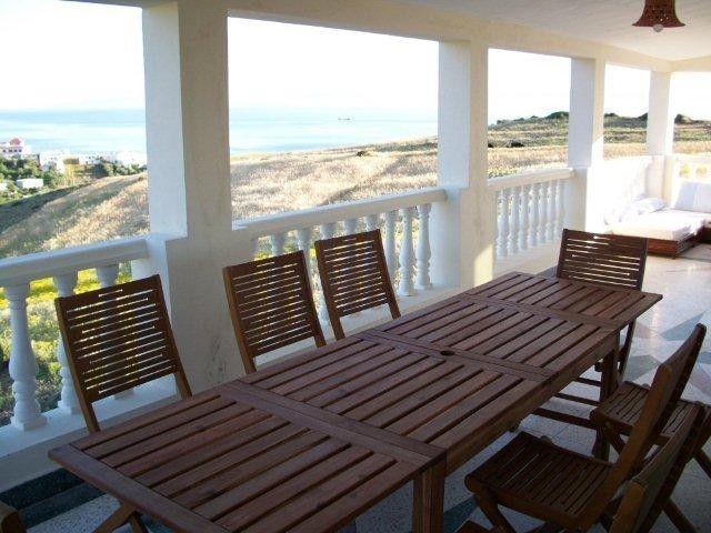 Familiar residencia con balcón