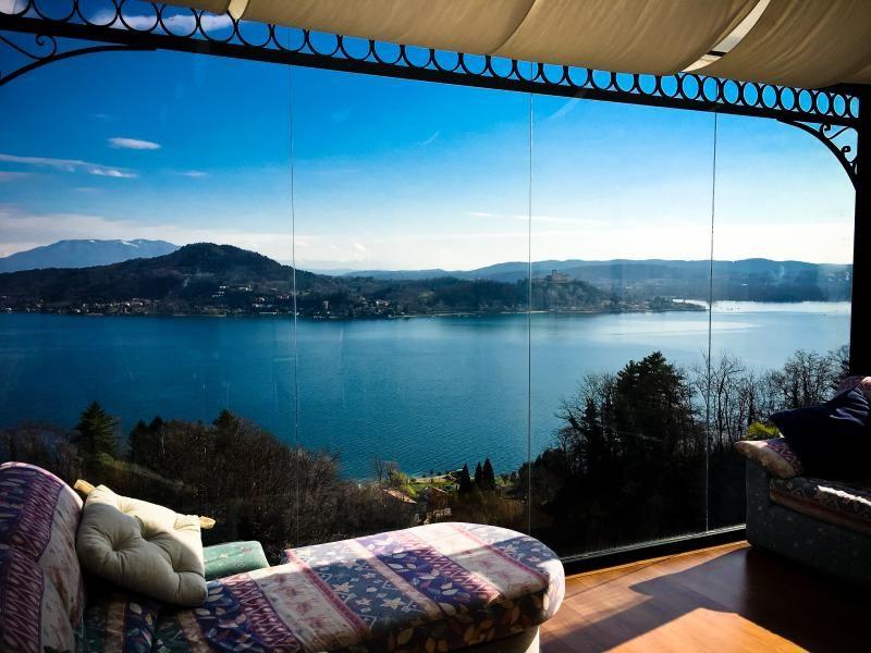 Vista espléndida del lago y Castillo