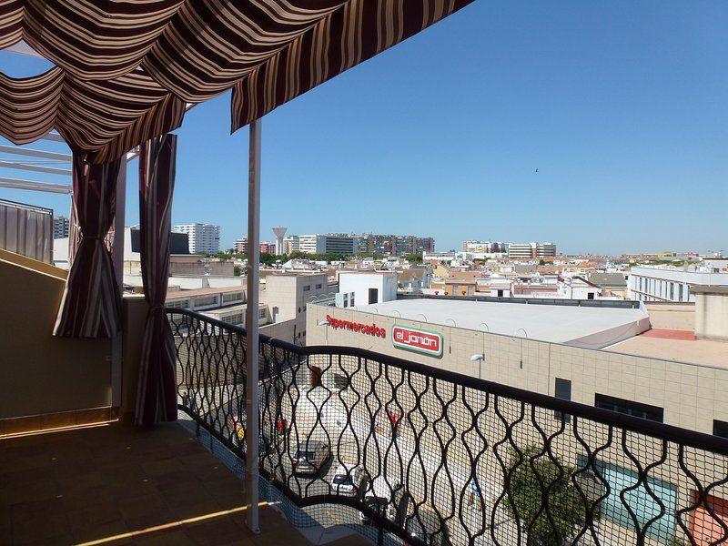 Atico reformado con ascensor y terraza