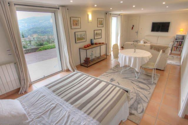 Apartamento/ piso à Saint-André-de-la-Roche, en casa de Annemarie-vincent