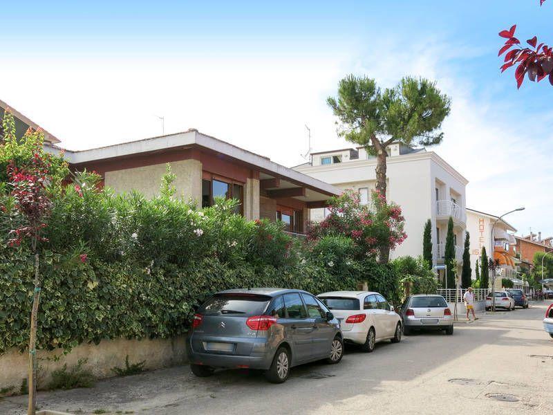 Residencia de 6 habitaciones en Pineto