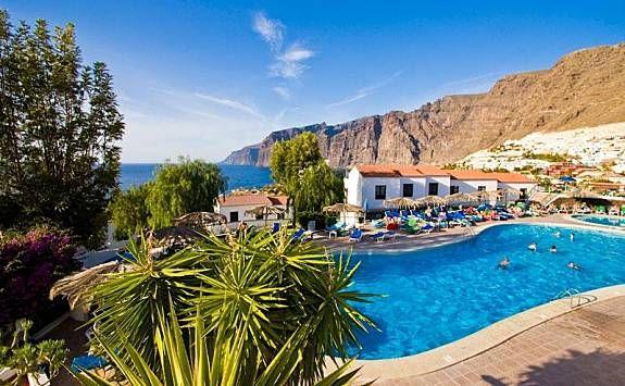 Villa de 2 dormitorios, vistas del mar y el acantilado,piscina climatizada