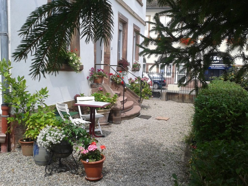Residencia con balcón