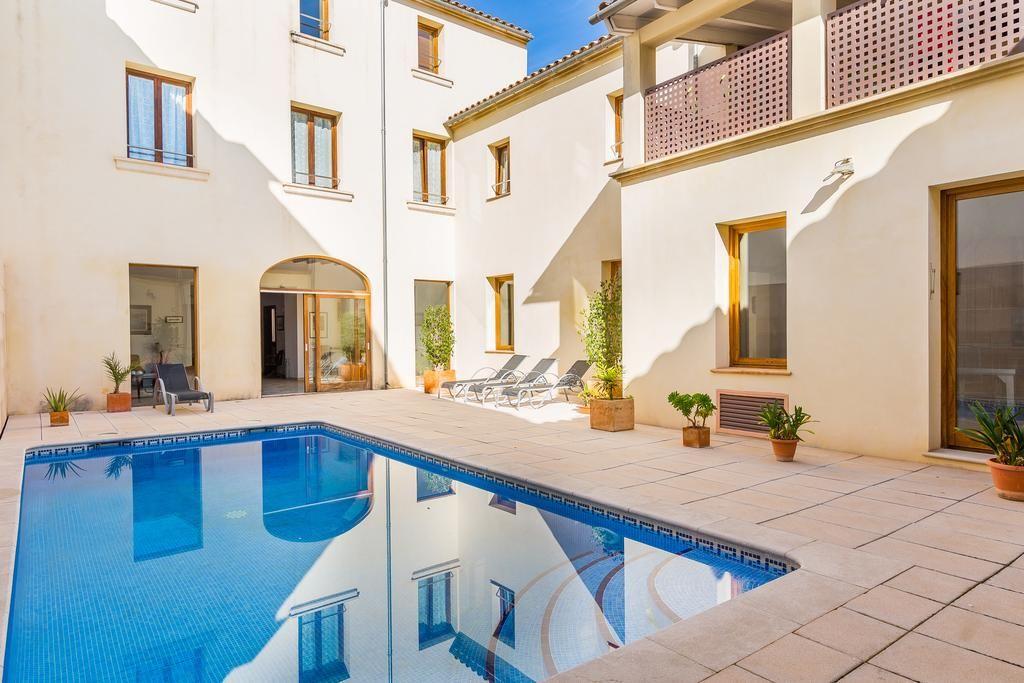 Casa provista con piscina