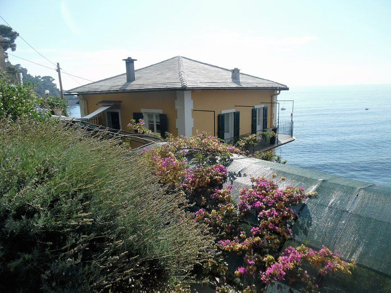 Wonderful Villa overlooking the sea