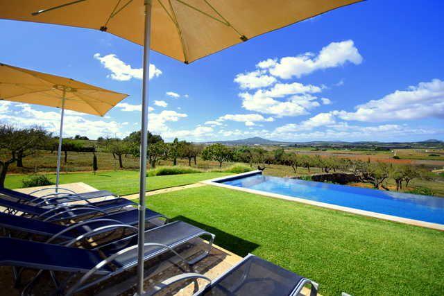 Alojamiento de 4 habitaciones con piscina