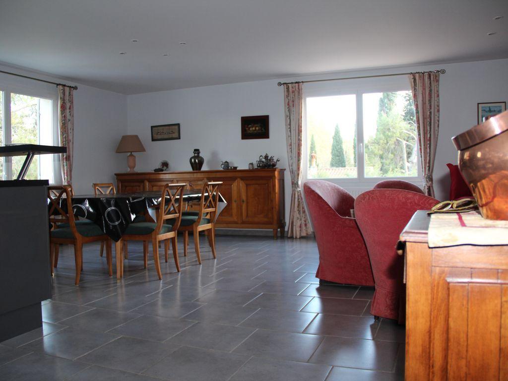 Provisto alojamiento de 2 habitaciones