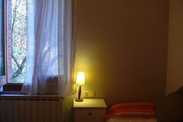 Habitació individual o futon doble a La Figuera