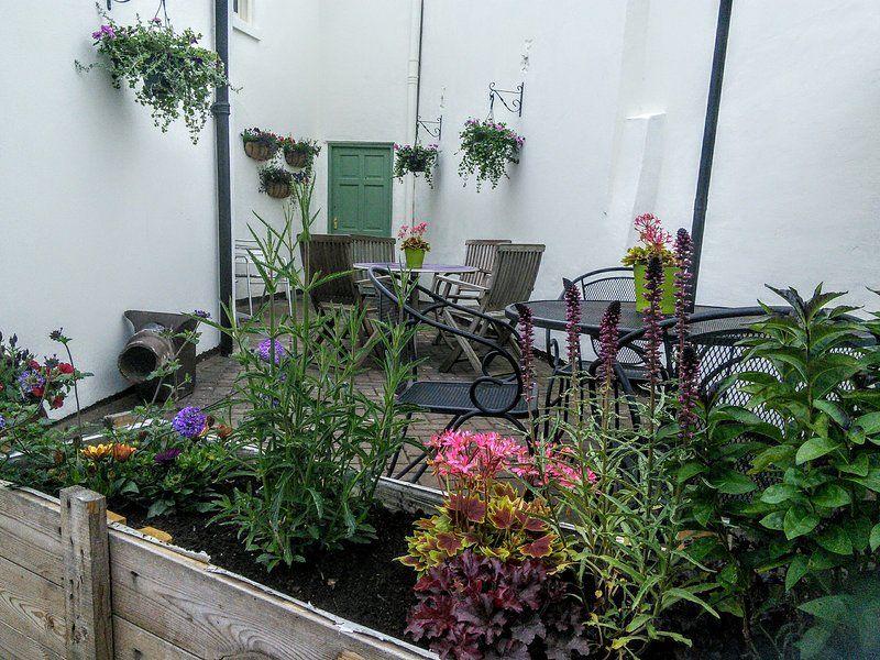 Equipado apartamento con jardín