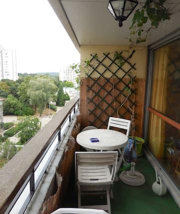 Vivienda funcional con balcón