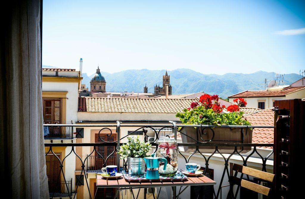Alloggio con balcone a Palermo