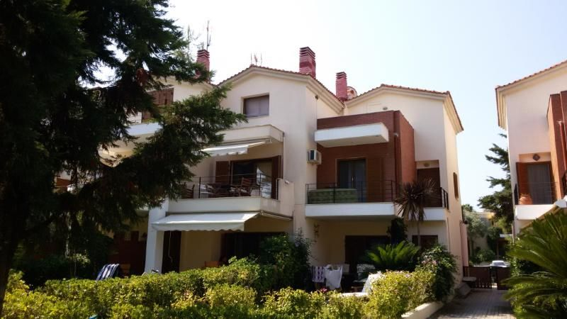 HOUSE 50M. FROM THE BEACH