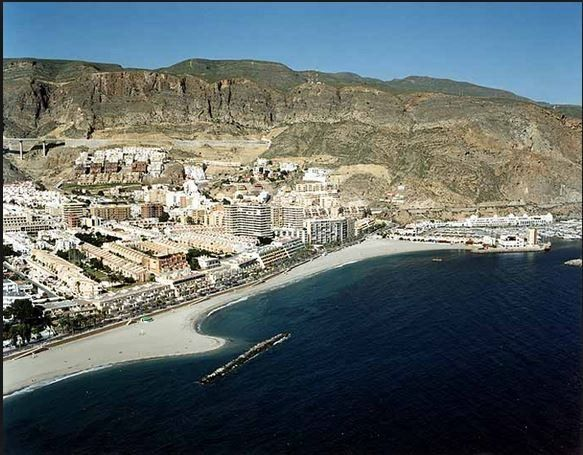 Property with balcony in Aguadulce