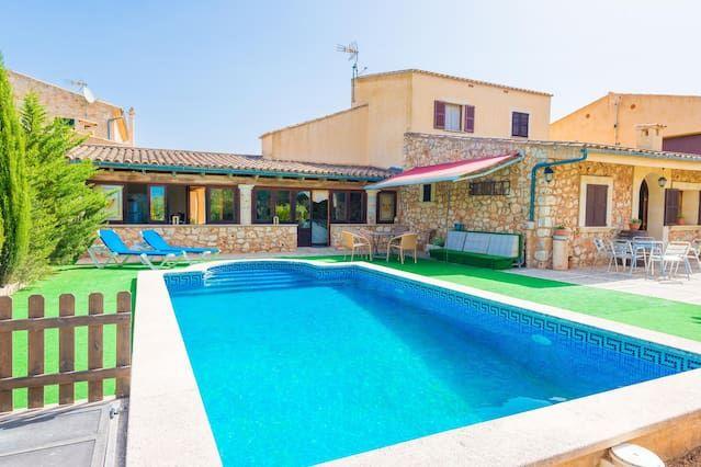 Residencia dotada con piscina