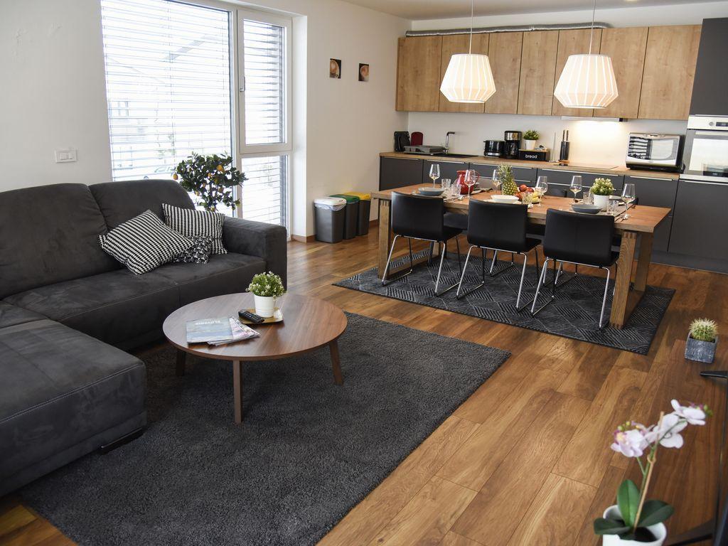 Apartamento con parking incluído para 8 huéspedes