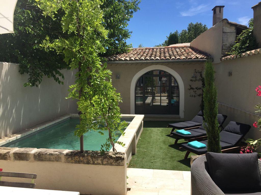 Alojamiento en Maillane con piscina