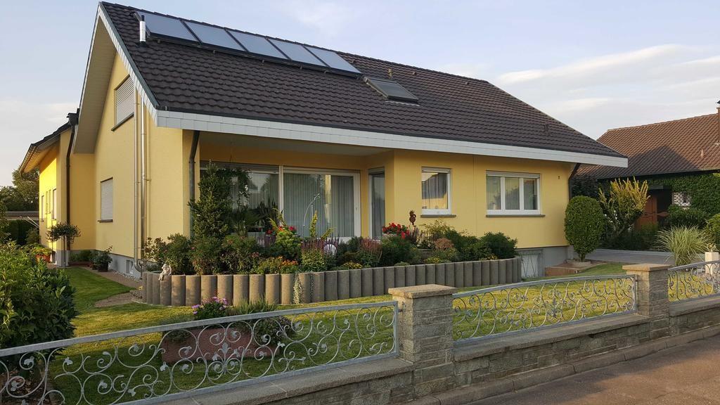 Gästehaus Bernd Schiff - Vierbettzimmer mit WC und Dusche 2 ( mit Beistellbett)