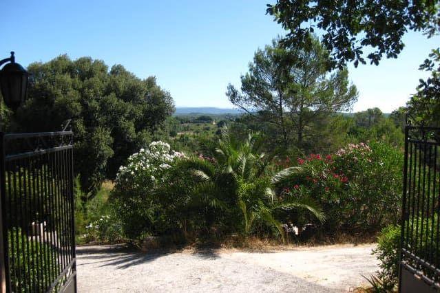 Alojamiento con jardín en Lorgues