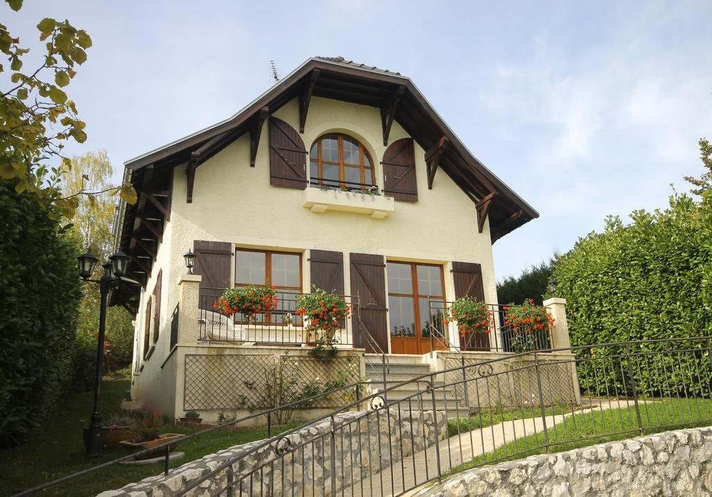 Casa en Pringy con balcón