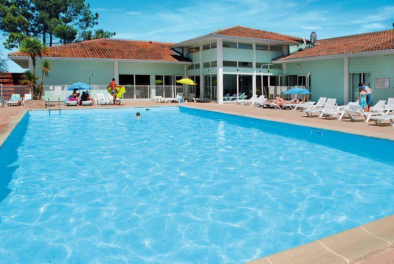 Logement pour 8 personnes avec piscine