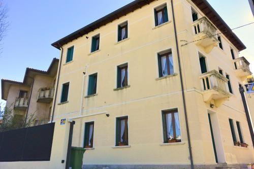 Alojamiento con balcón en Bassano del grappa