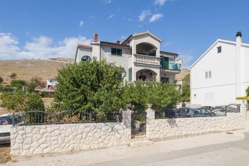 Vivienda con balcón en Bašelovići