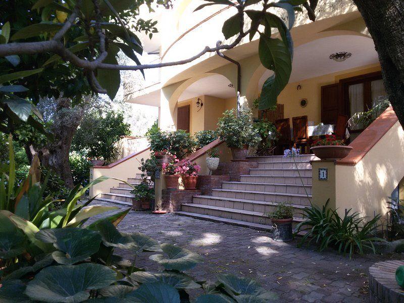 Villa privada en el verde a 300 metros. de la solución de vivienda mar para cada necesidad