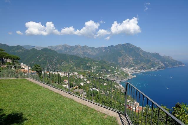 Villa Mareluna with terrace/garden and sea view