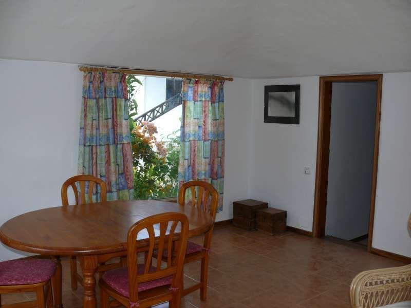 Alojamiento con balcón en Uga