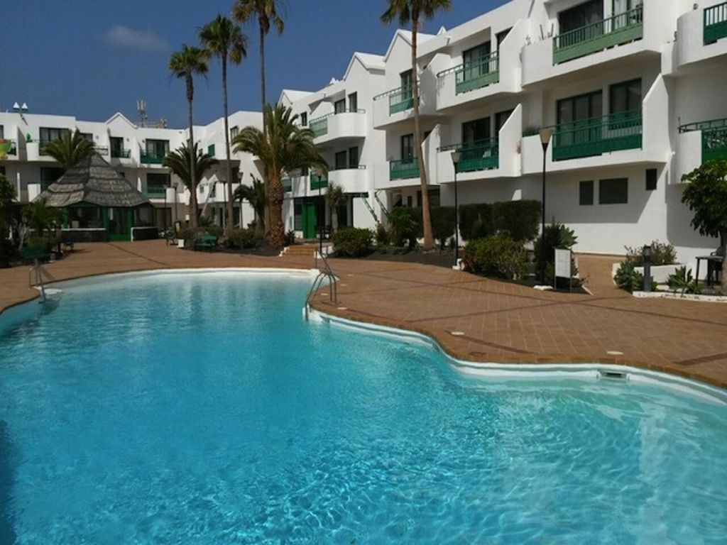 Piso con piscina en Costa teguise