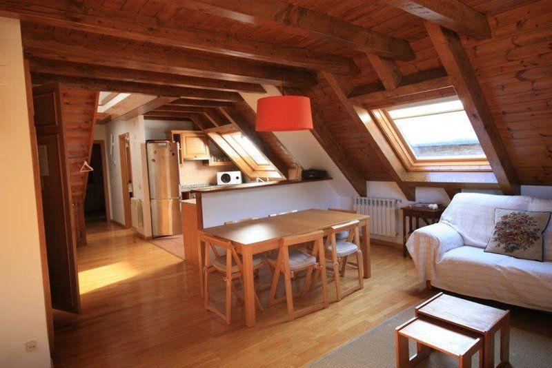 Equipado piso con balcón