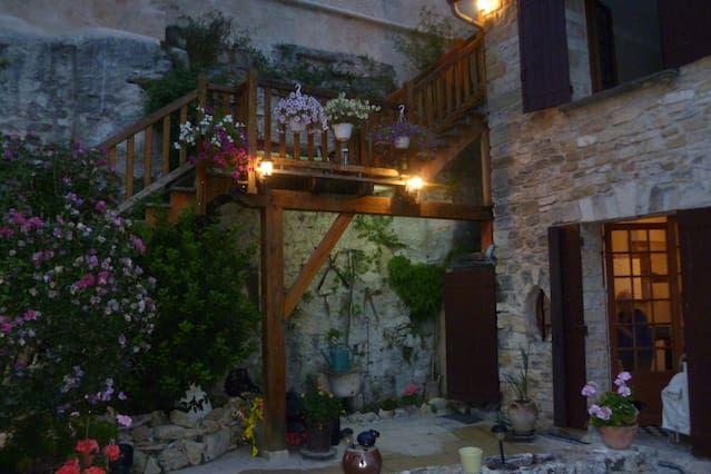 Très beau loft dans village médiéval