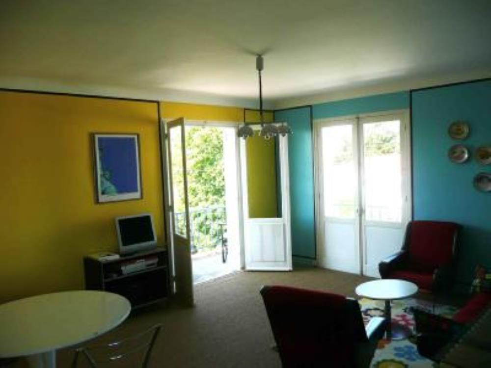 Prisé appartement de 2 chambres