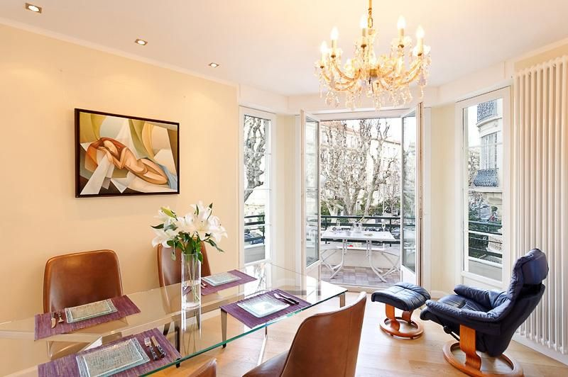 Victor Hugo, Elegant apartment in the much sought after Carre d'Or area