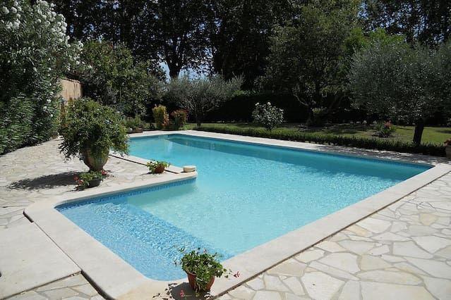 Carácter genuino MAS con una gran piscina, tranquilo, a 3 km del centro de Nimes