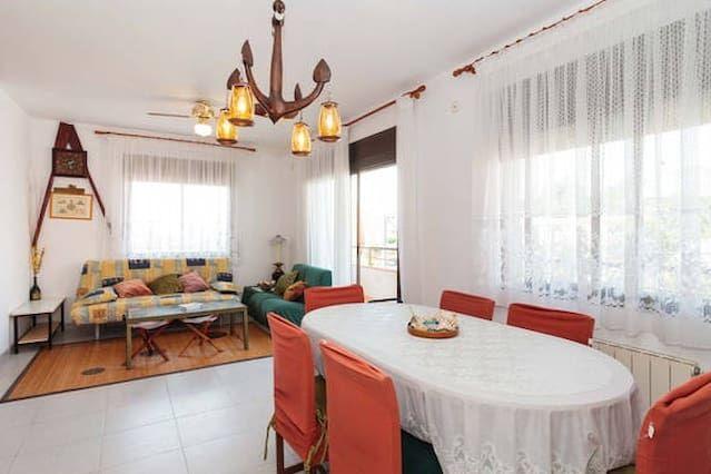 Apartamento con balcón