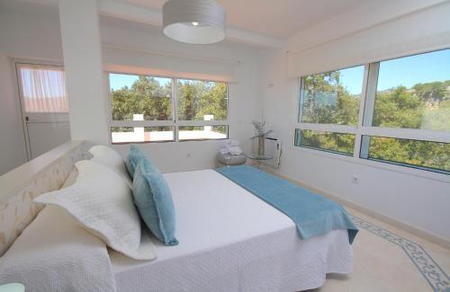 Vivienda con balcón de 6 habitaciones