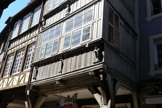 Property in Dinan with 1 room