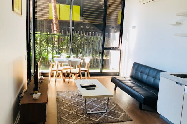 Flat in Melbourne with 1 room