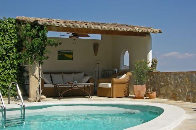 Casa de pueblo romántica con mucha privacidad y una piscina para uso exclusivo